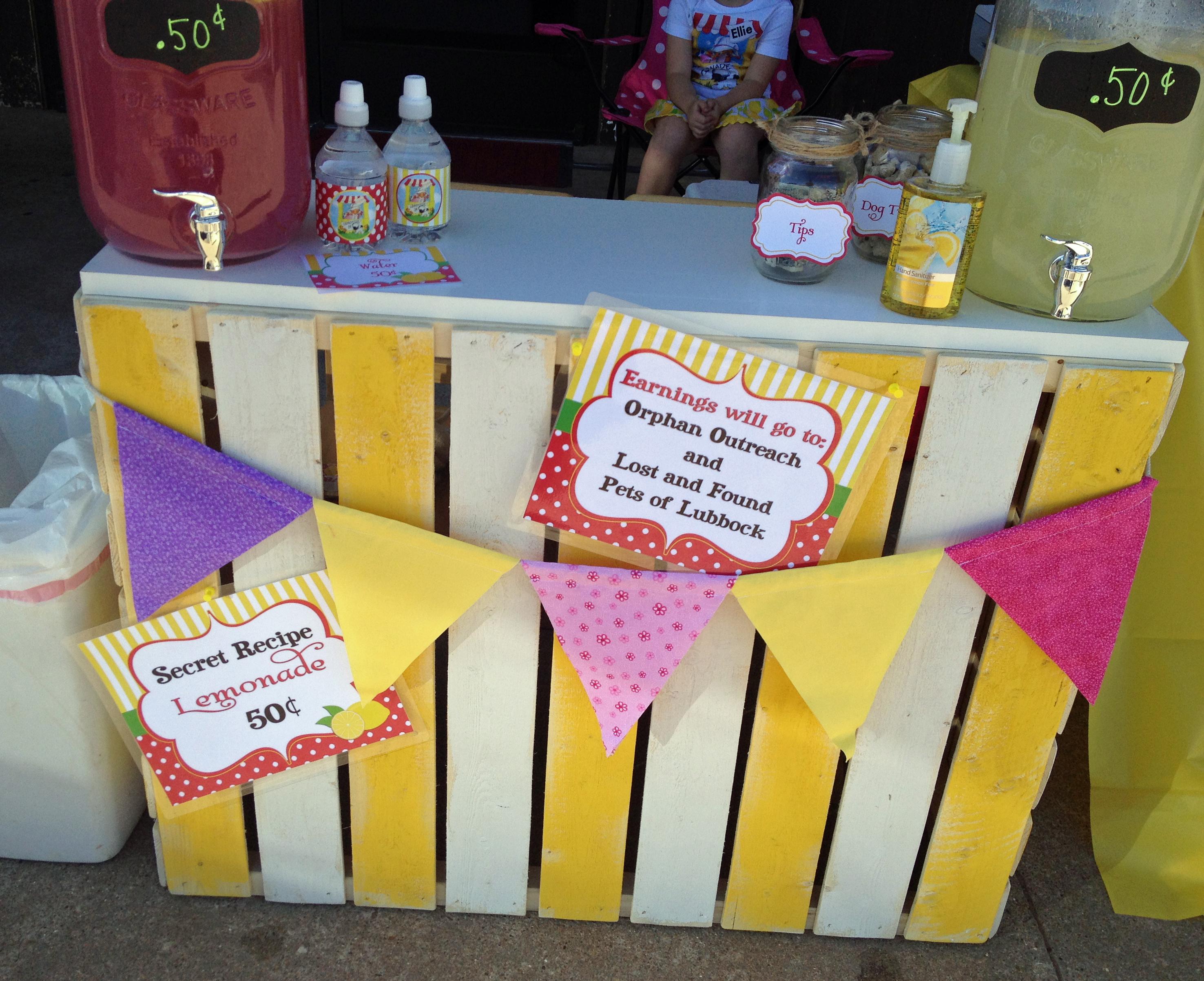 Lemonade Day - Lemonade Stand Ideas / That Party Chick Lemonade Sign Ideas